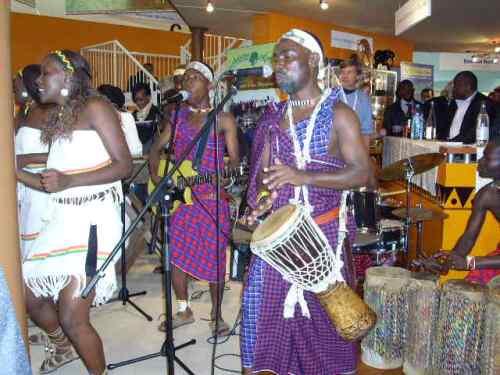 Ngoma ni moja ya misingi mikuu ya asilia yetu; na jamaa wa Sisi Tambala wakiongozwa na Kibiriti Nanjuja walionyesha taswira nzuri kuiweka mbele; huku wakisindikizwa na magitaa. Kwa maoni yangu, sura hii ndiyo inapaswa kuitwa muziki wa kizazi kipya. Aghalabu muziki huu unaofanya mchuzi mseto wa juzi, jana na leo ndiyo utakaotuweka katika ramani ya Usanii wa Kuheshimika duniani. Wenzetu wa Afrika Magharibi (na Kusini) washang'amua hayo zamaaaaaani! Ndiyo maana wako kilometa nyingi mbele yetu...
